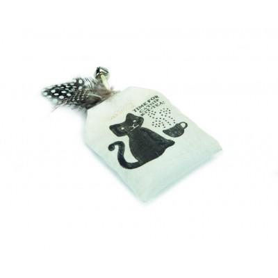 Beeztees Игрушка подушечка с кошачьей мятой и перьями для кошек, 8см (арт. 430362 )